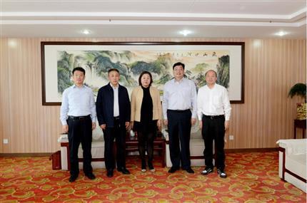 上海钛灵盾公司董事长李宇霞一行到访河南爱博体育app