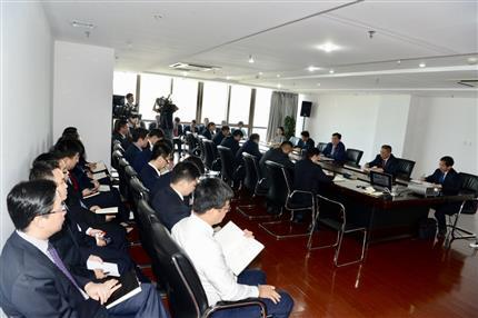河南爱博体育app召开党委扩大会议 传达落实省委书记出访精神