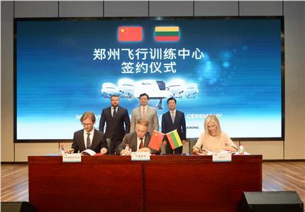河南爱博体育app携手立陶宛阿维亚方案解决集团 在郑共建航空培训中心