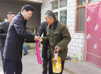 张明超带队慰问后皇甫村